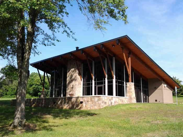 Exterior of UT Arboretum Auditorium